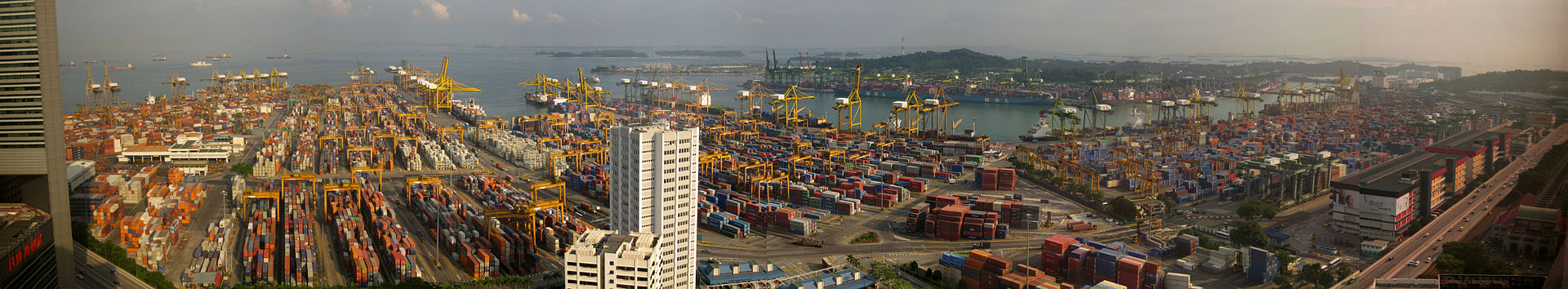 1920px-Singapore_port_panorama