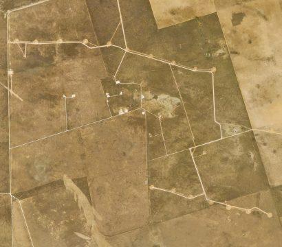 珍宝山风力发电场即将完成在收集4月7日这个PlanetScope形象,2014©2014年,地球Labs公司保留所有权利。