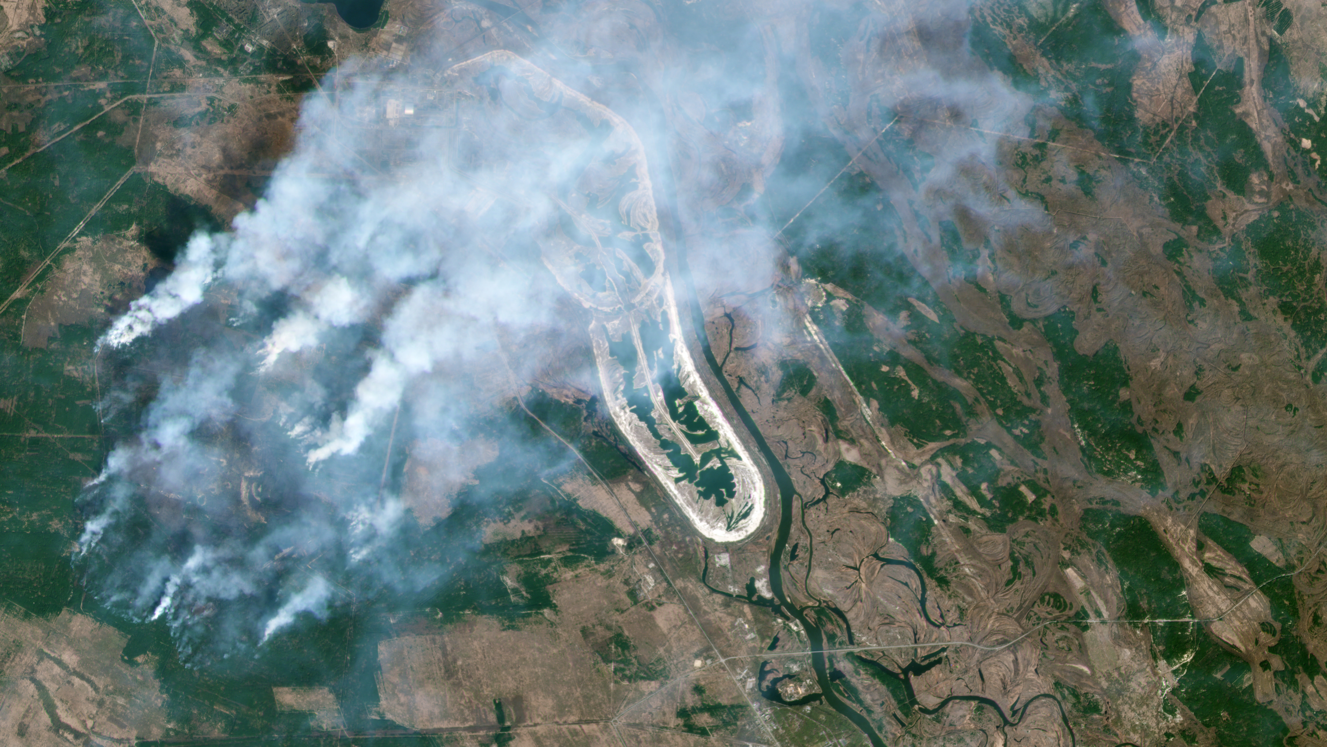 Planet imagery shows smoke plumes over the Chernobyl Nuclear Power Plant in the Ukraine © 2020, Planet Labs Inc. All Rights Reserved.
