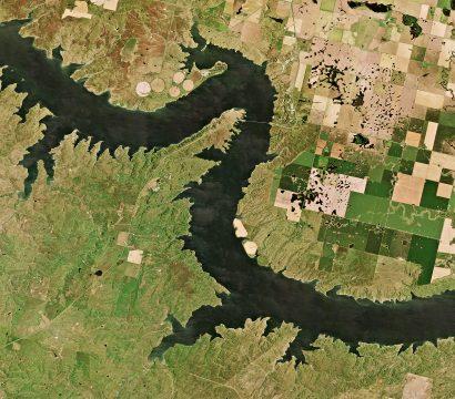 奥阿希湖的海岸线复杂强调了进入密苏里河,因为它蜿蜒流过南达科他州的平原支流众多。这PlanetScope图像采集于8月29日,2019年©2019年,地球Labs公司保留所有权利。
