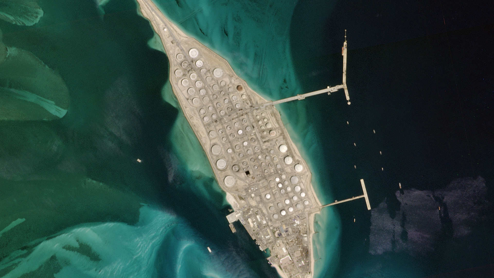 Planet imagery of Saudi Aramco crude oil storage in Ras Tanura, Saudi Arabia. © 2020, Planet Labs Inc. All Rights Reserved.