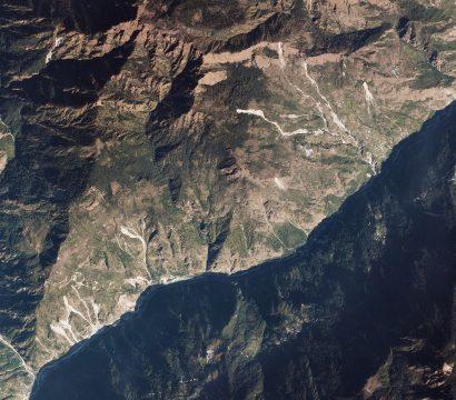 山体滑坡的Trishuli恒河,尼泊尔以上,由星球10月27日拍摄,2019年©2019年,地球Labs公司保留所有权利。