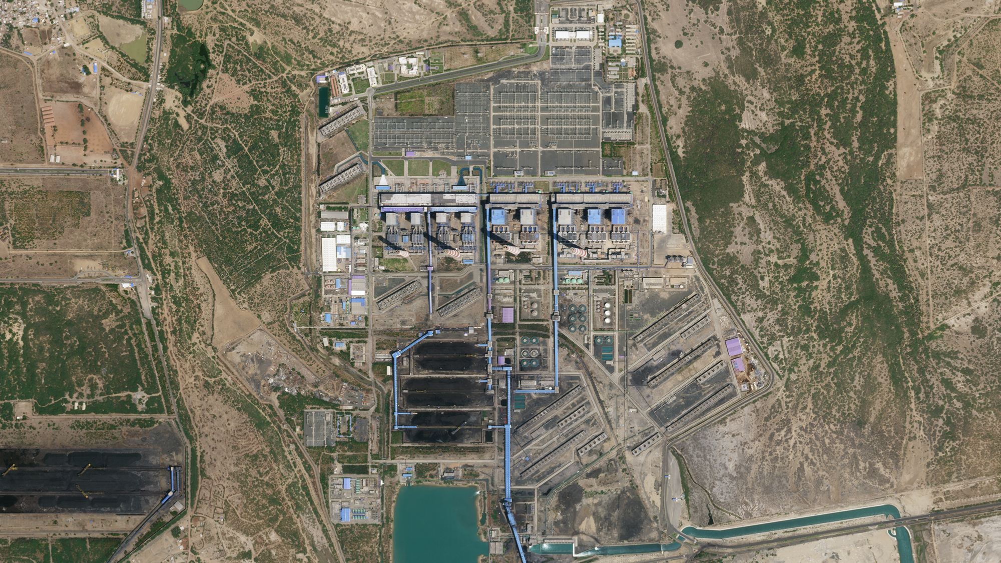 50 cm SkySat imagery of Mundra Coal Power Plant in Gujarat, India, on April 4, 2020. © 2020, Planet Labs Inc. All Rights Reserved.
