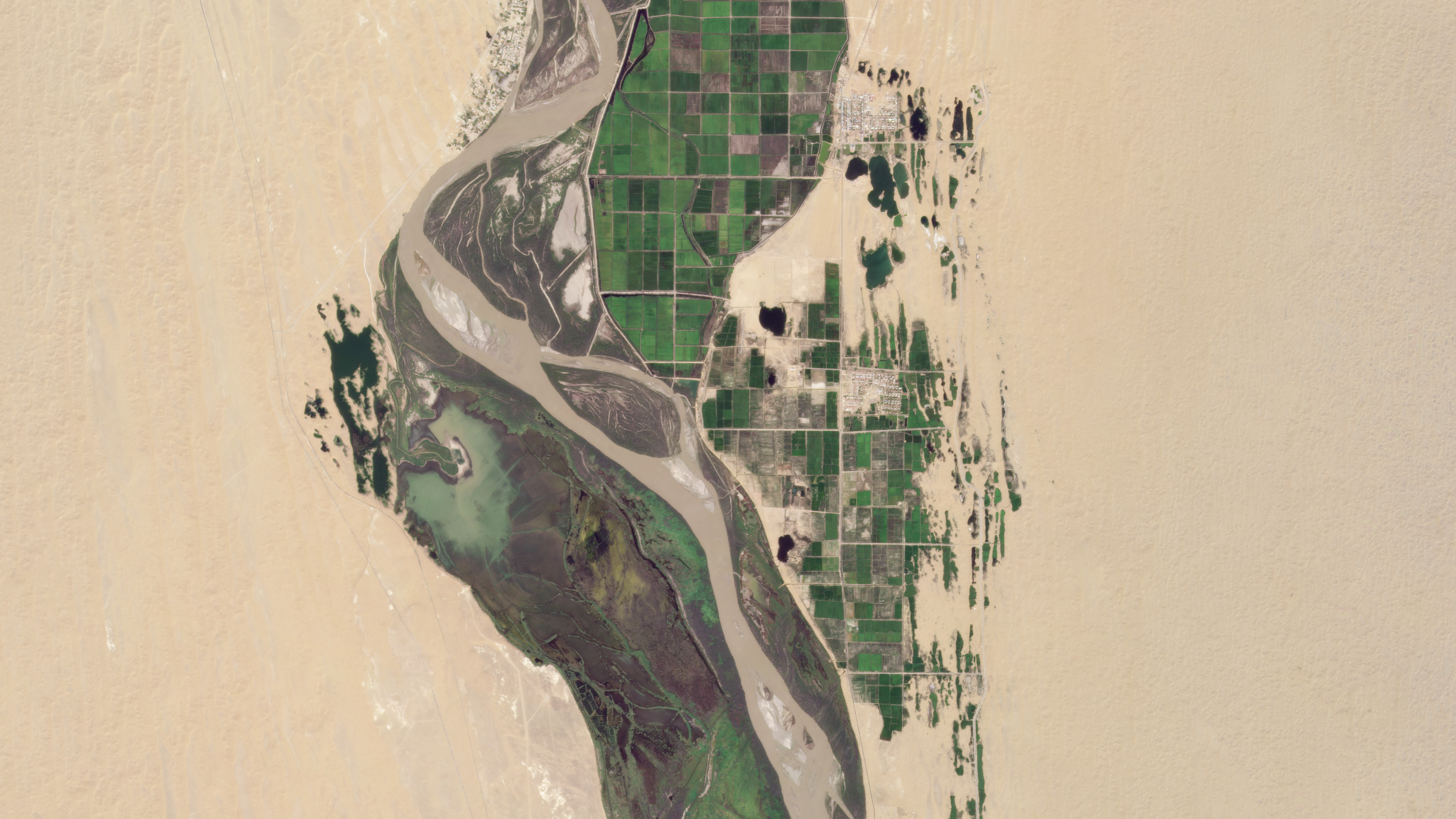 Planet SuperDove first light image of the Amu Darya River, Turkmenistan (left) Uzbekistan (right) © 2020, Planet Labs Inc. All Rights Reserved.